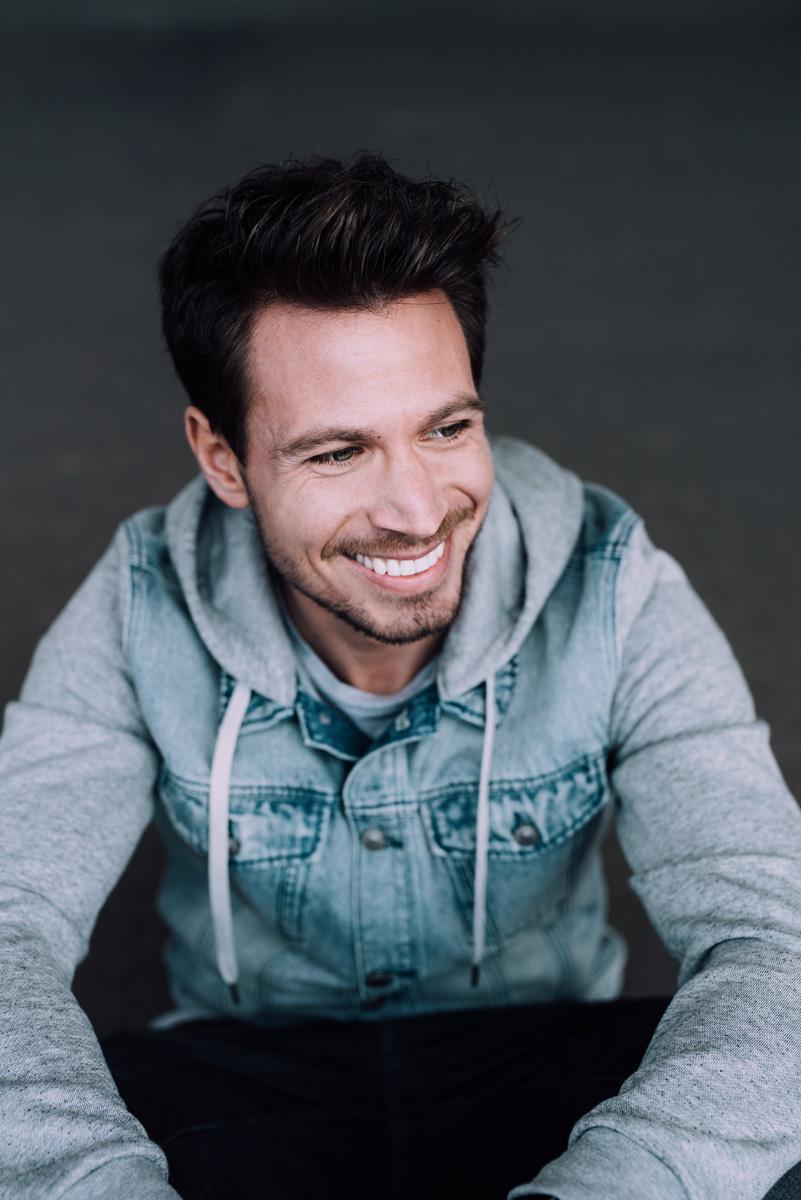 Portrait von Sebastian Pannek, der Bachelor 2017 RTL von Dennie Max Pfau fotografiert